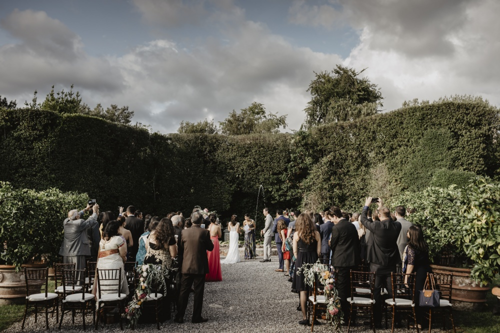 symbolic ceremony setting in a luxury villa for weddings in lucca