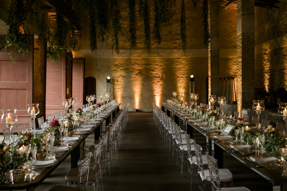 indoor wedding dinner in the lemonhouse of a luxury wedding villa in lucca
