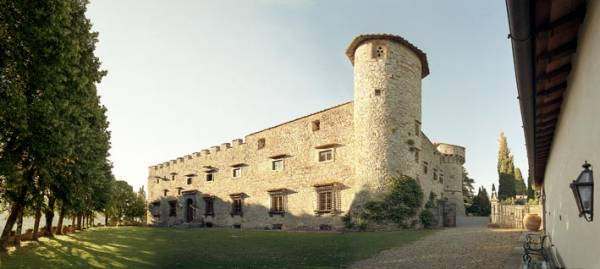 tower view in a castle for wedding in chianti tuscany