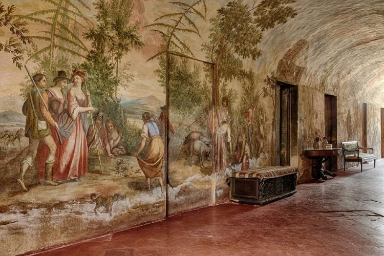 elegant wedding villa in siena original frescoes