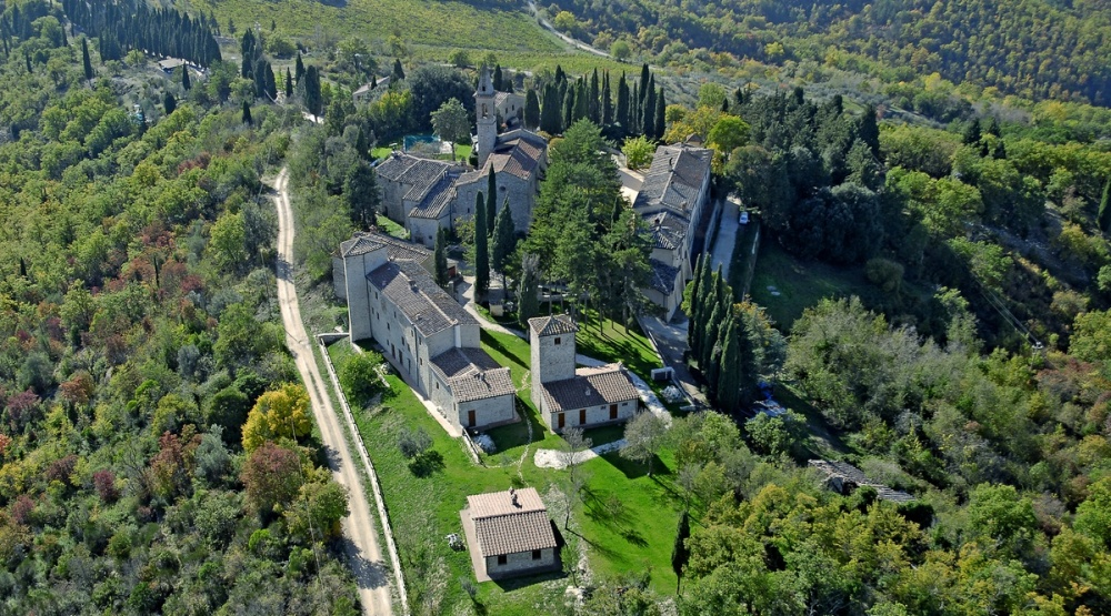 aerial view of a hamlet and its gardens for wedding in tuscany