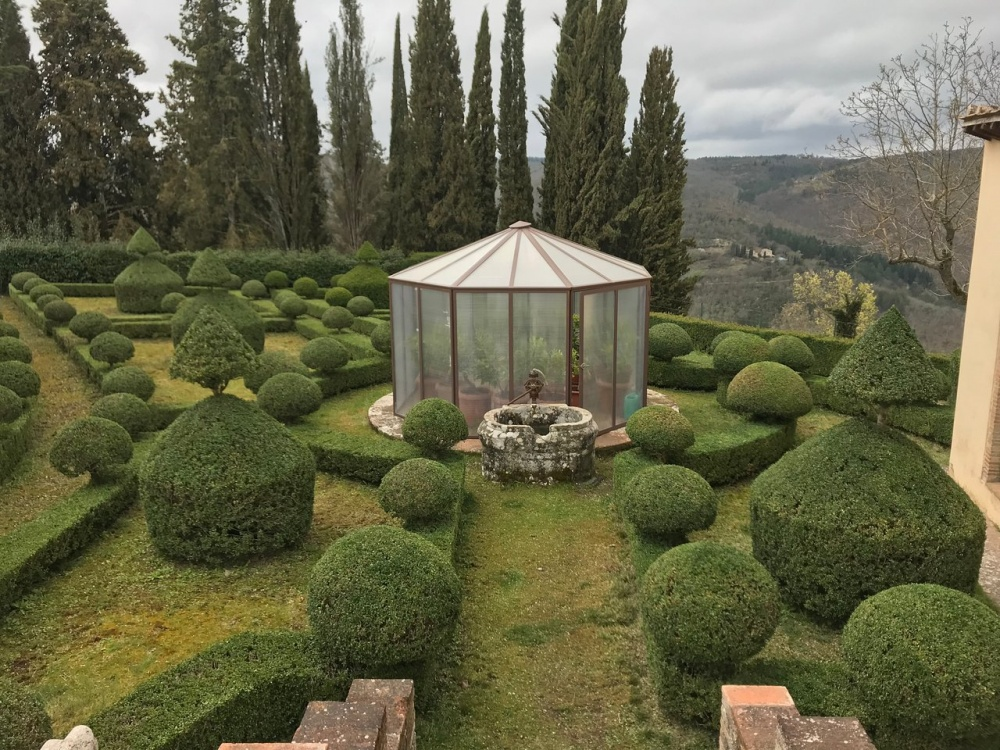 italian garden for wedding cocktail and reception in a precious hamlet in tuscany