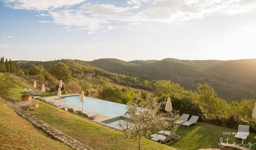 precious wedding hamlet with view in tuscany