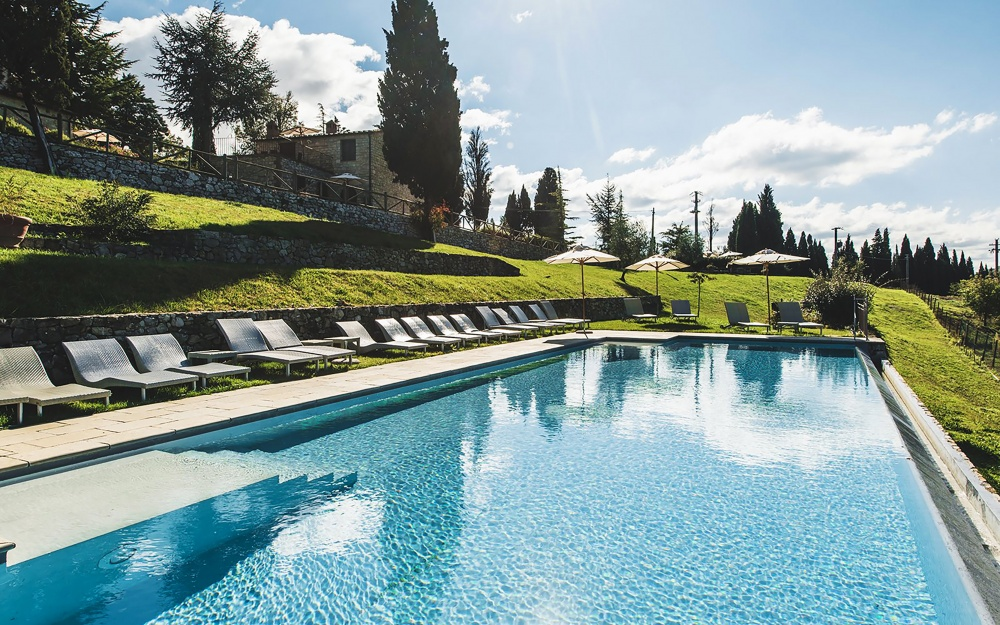 garden with pool in a precious wedding hamlet in tuscany