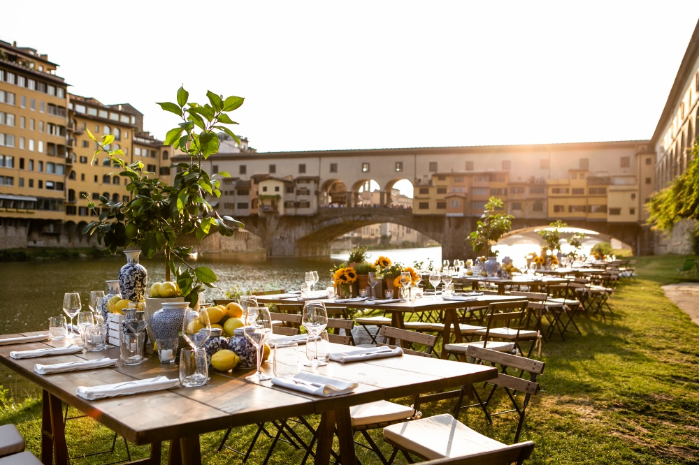 restaurant with view over ponte vecchio in florence for weddings in tuscany