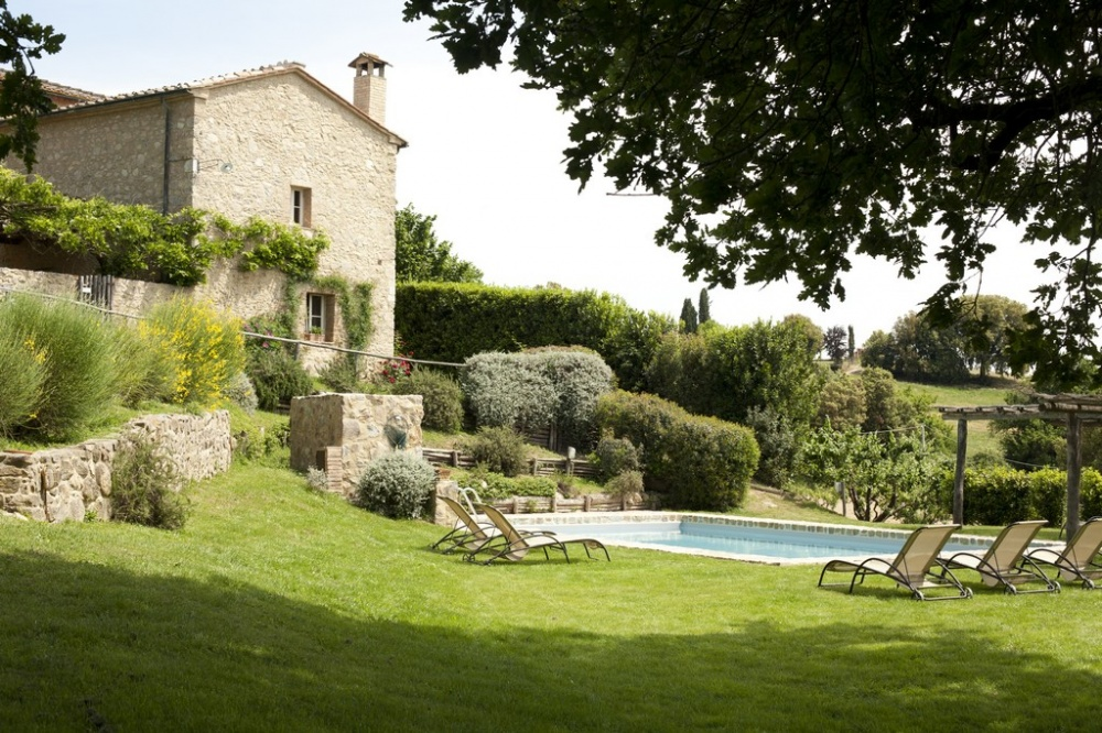 an amazing pool area in a romantic villa in siena