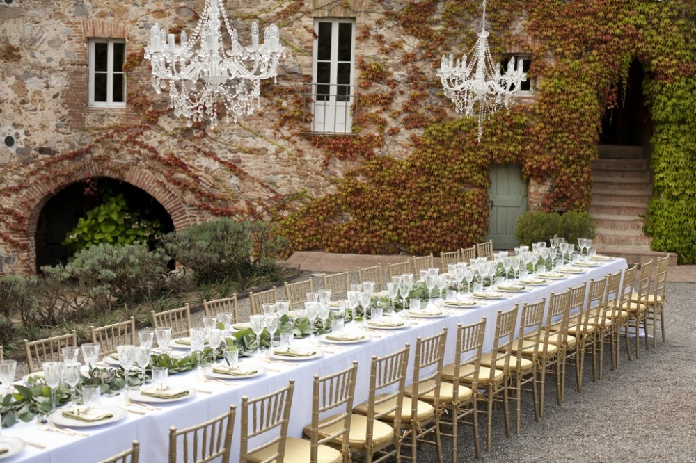 long imperial table with chandelier in a romatic villa in siena