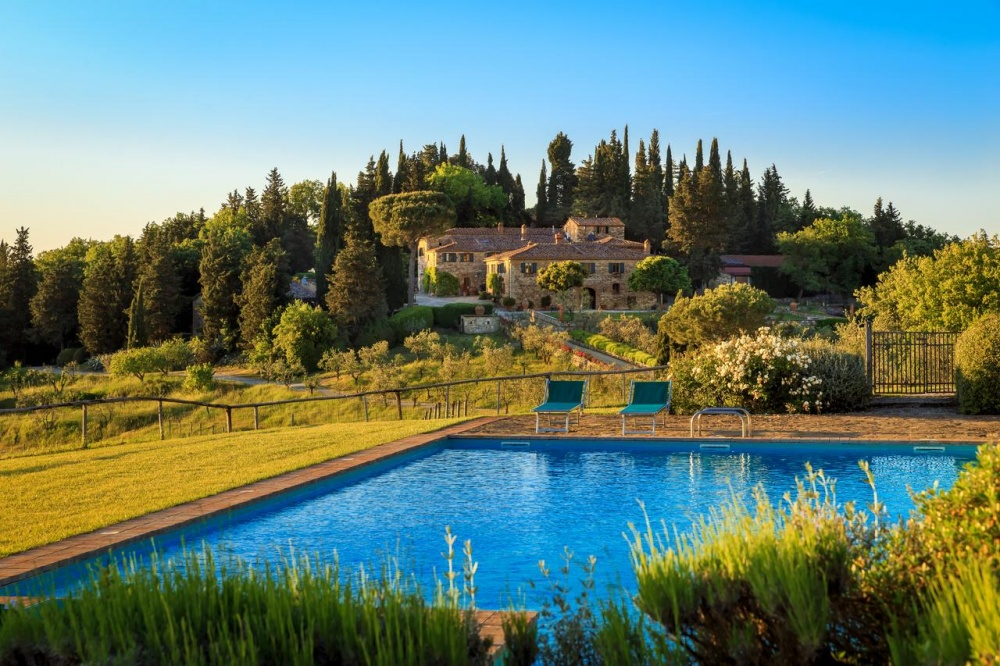 aerial view of a romantic wedding farmhouse in tuscany
