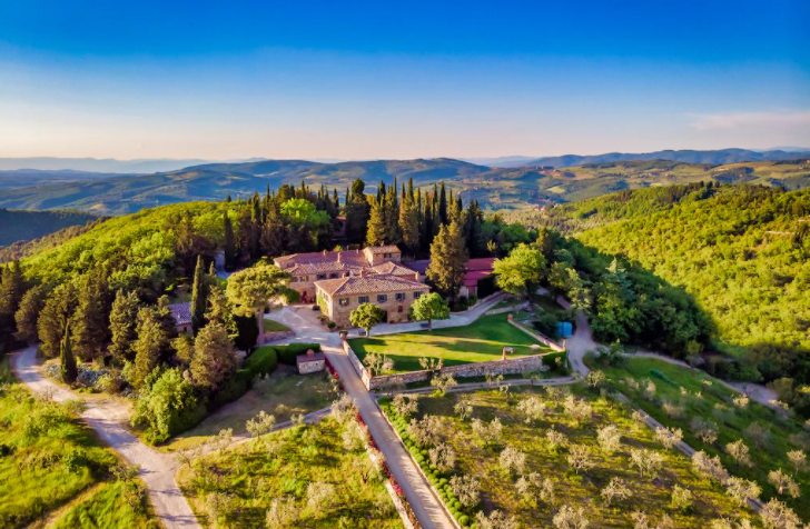 romantic vineyards in a wedding farmohouse
