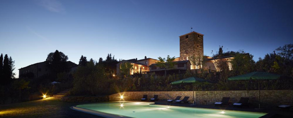 night view of a pool in a wedding venue in tuscany