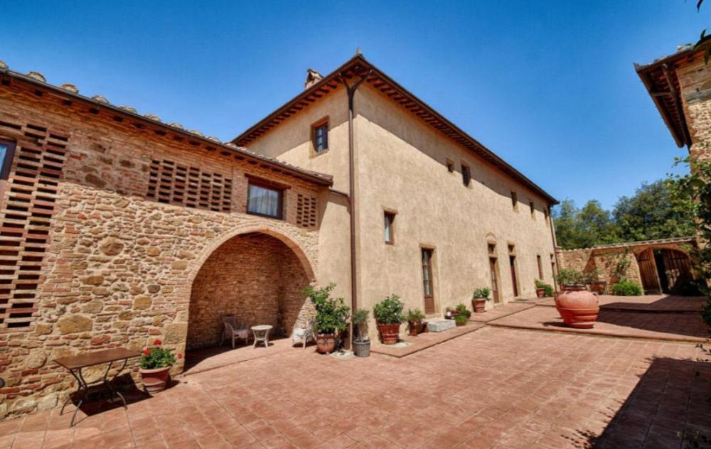 square of a romantic wedding venue in tuscany