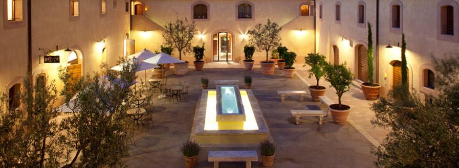courtyard wedding resort in san gimignano