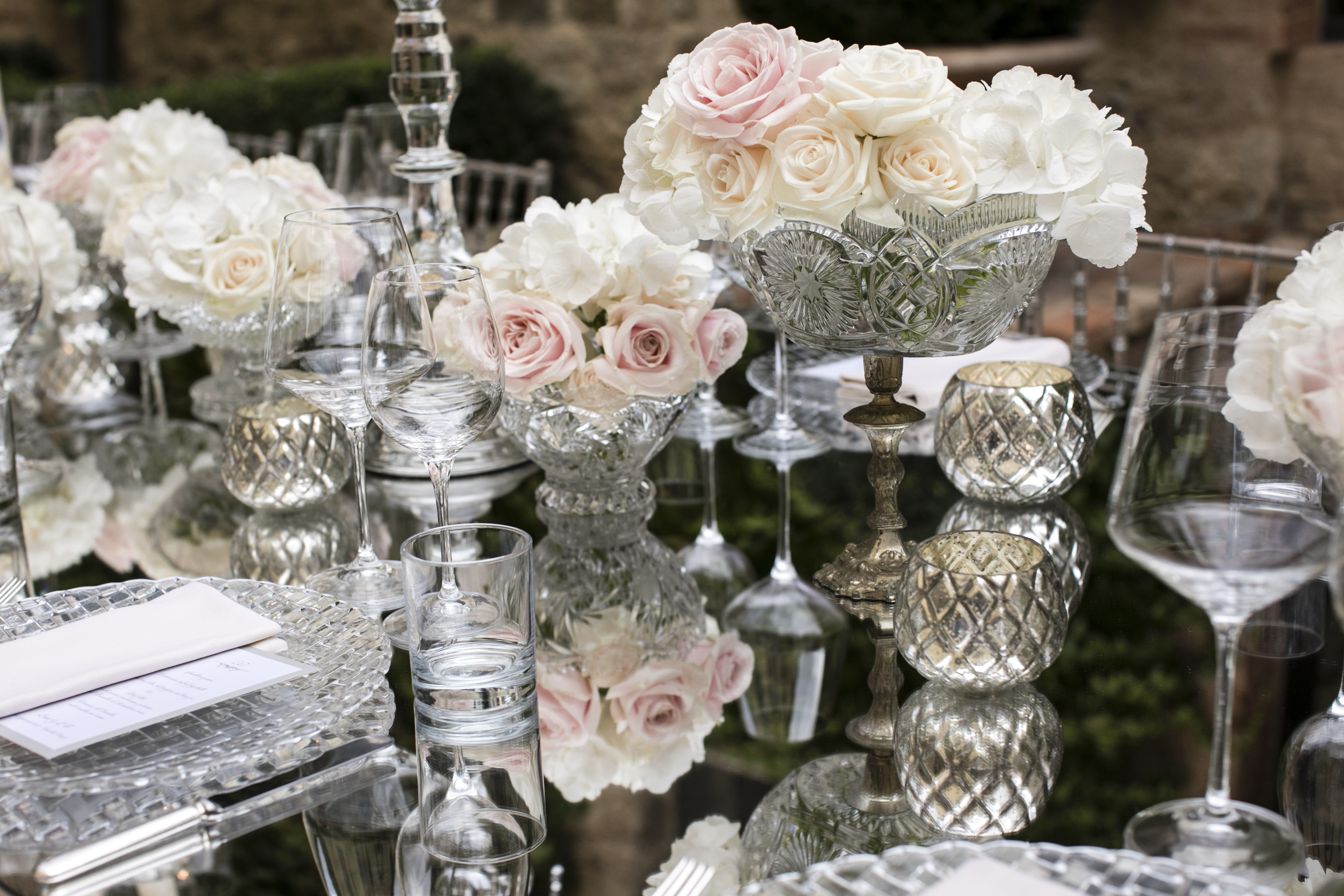 preparation of the wedding table in a Tuscan villa