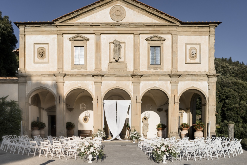symbolic wedding in front of a villa in florence