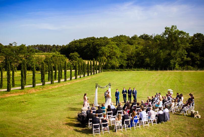 symbolic weddings in tuscany countryside