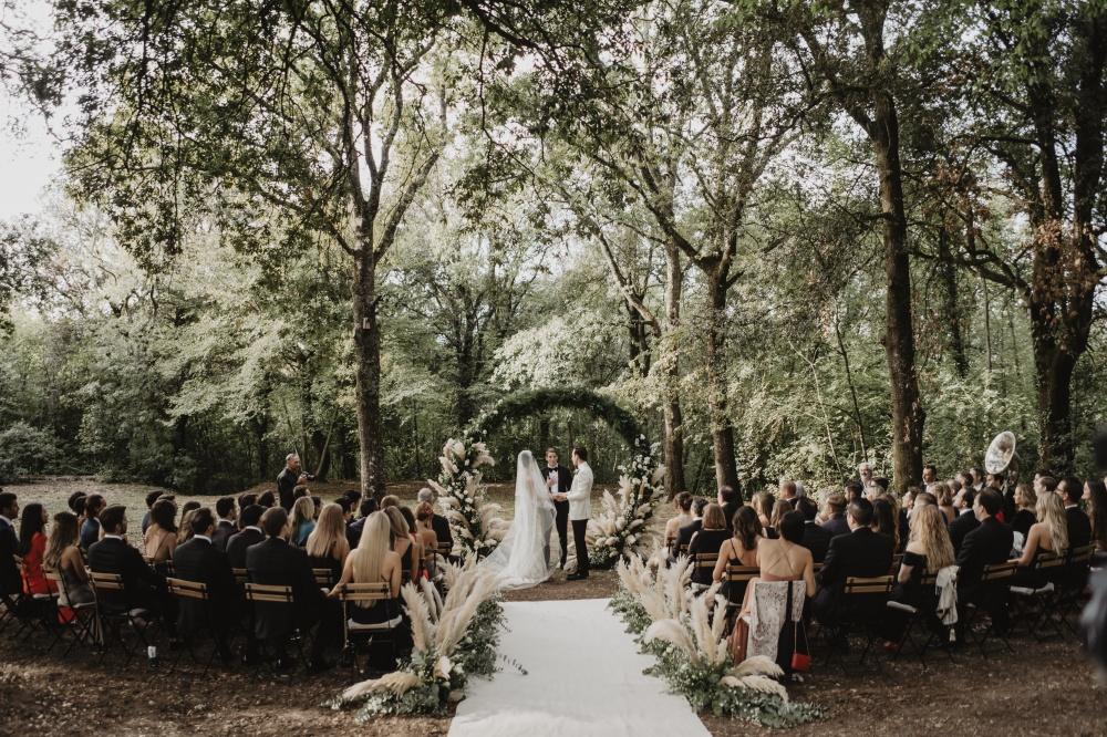 symbolic weddings in tuscany woods