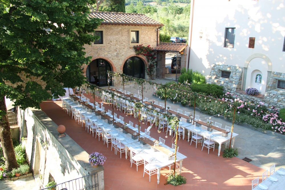 dinner in a tuscan farmhouse