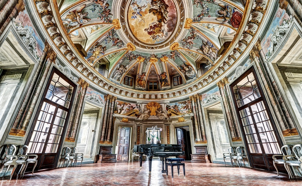 hall in a tuscan wedding villa