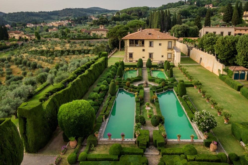 tuscan wedding villa with italian garden
