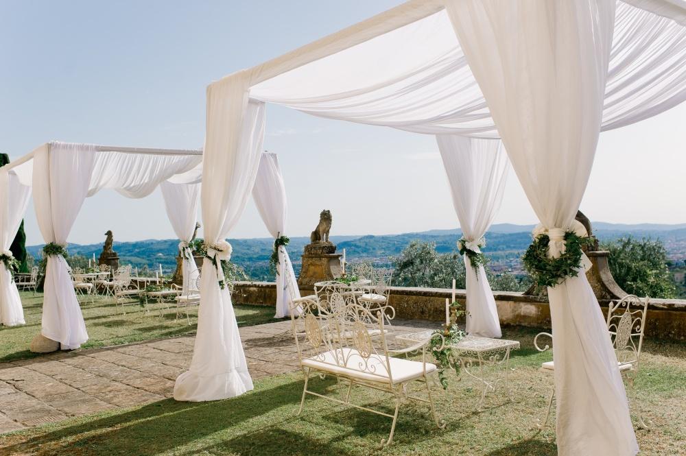 tuscan wedding cocktail villa