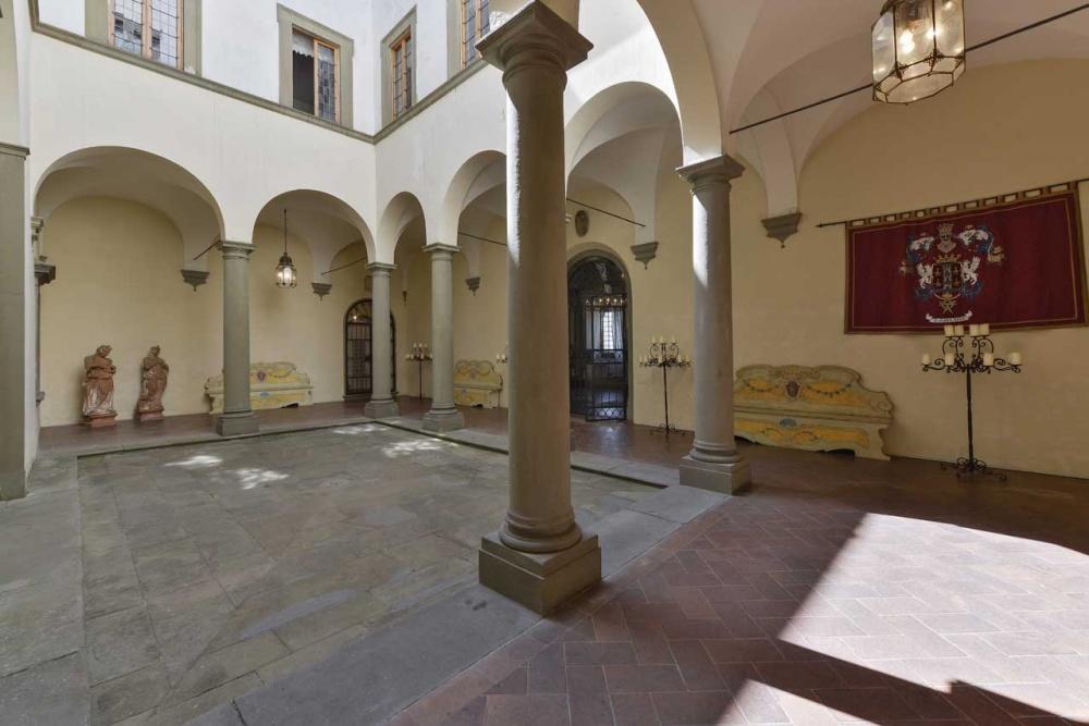 tuscan wedding villa courtyard