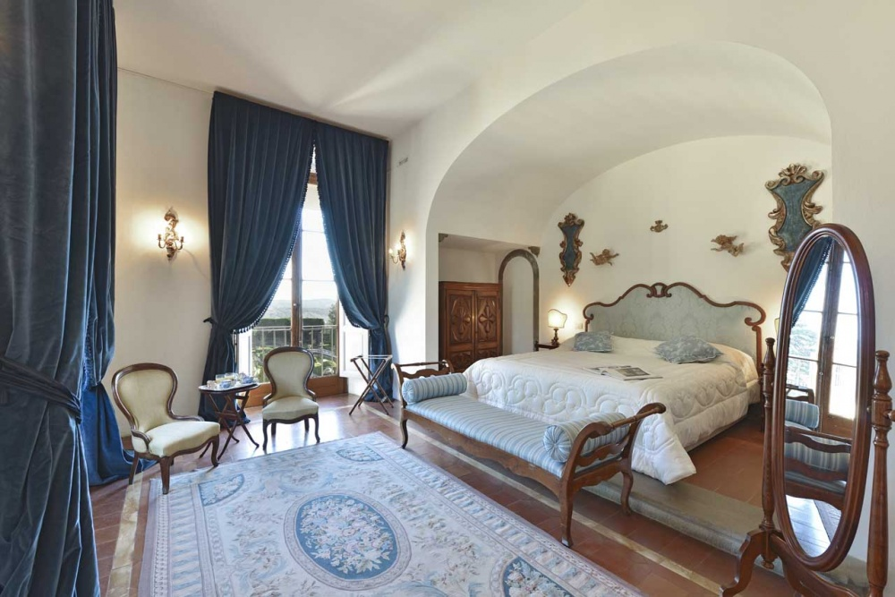 tuscan wedding villa with room