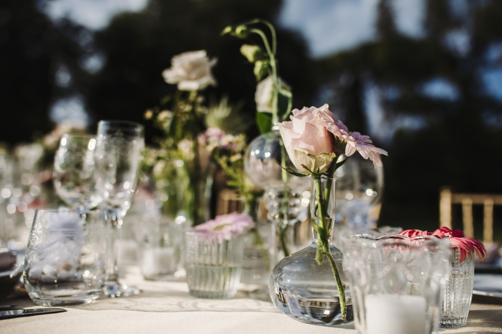 tuscany vibes country wedding table with flowers decoration