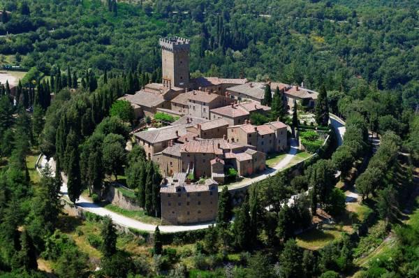 tuscany wedding farmhouse old village