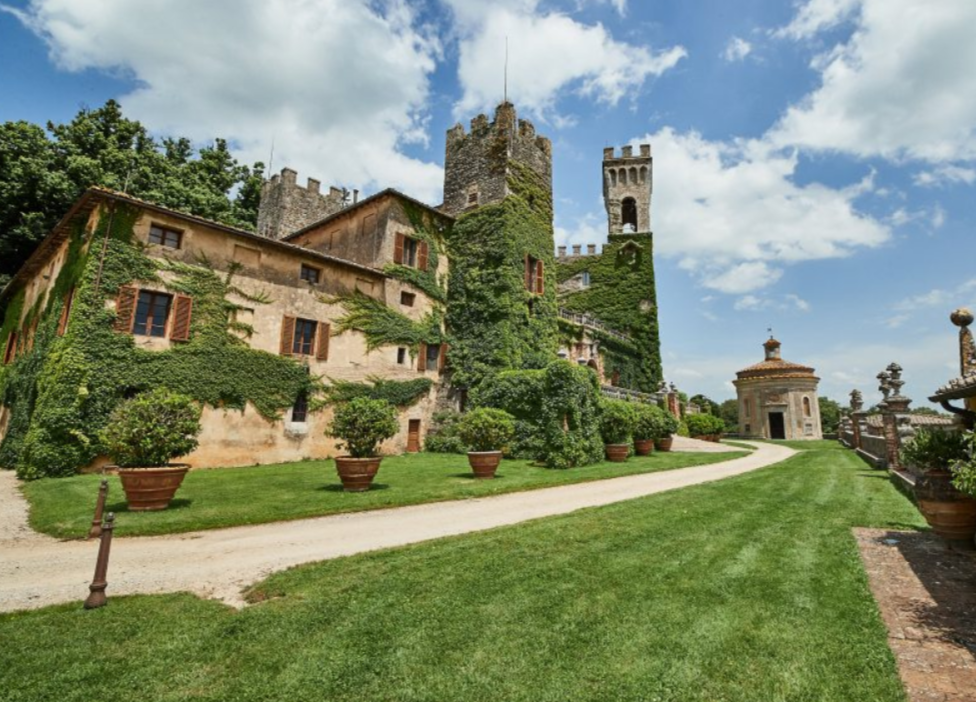wedding luxury castle and its gardens for wedding in siena tuscany