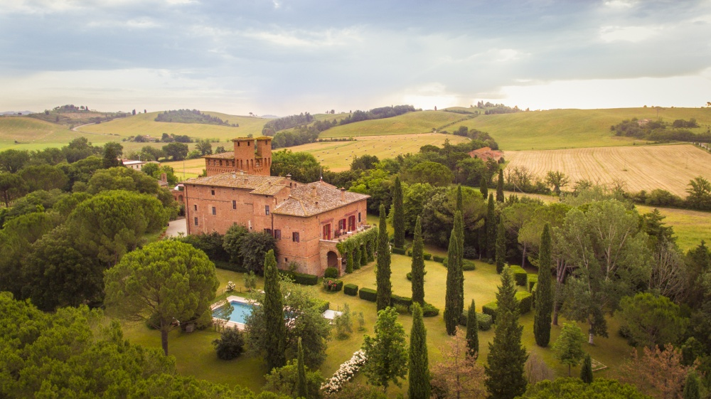 tuscany-wedding-castles-aerial-view-of-the-property-and-its-gardens