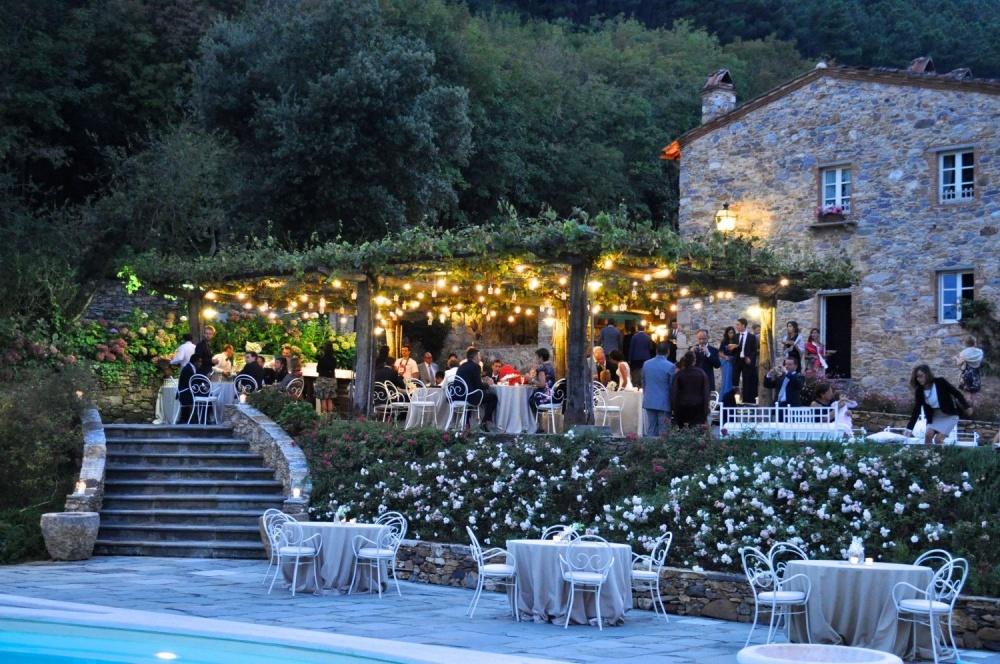 wedding hamlet in tuscany