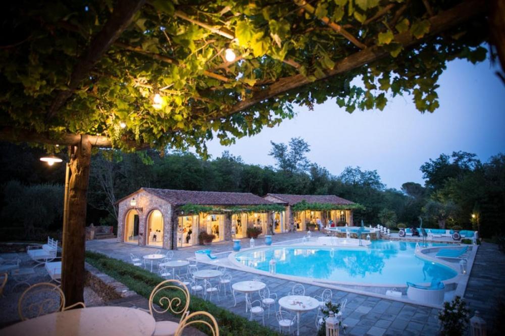 tuscany wedding hamlet with loggia