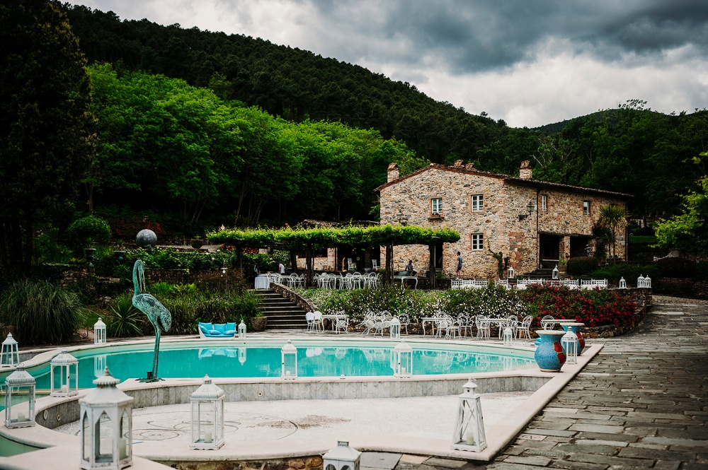 tuscany wedding hamlet with its pool area for wedding receptions