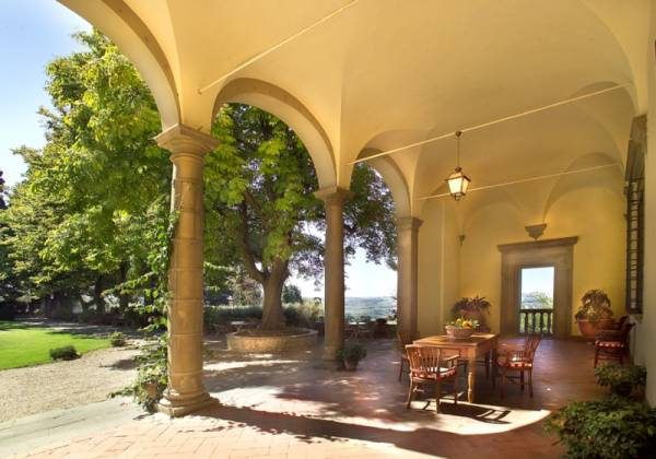 loggia for weddings and events in a villa in tuscany