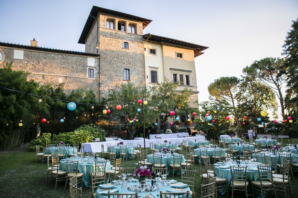 indian wedding dinner in a venue in tuscany