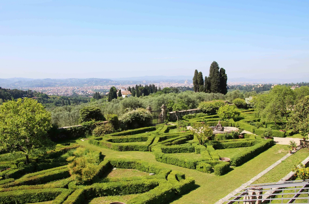 italian garden in a villa for marriage in tuscany