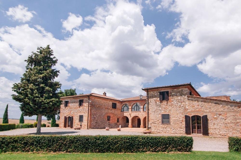 entrance of a wedding villa in siena