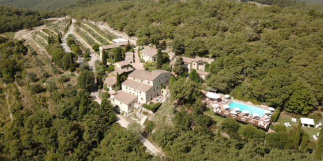 aerial view of a villa for wedding in siena