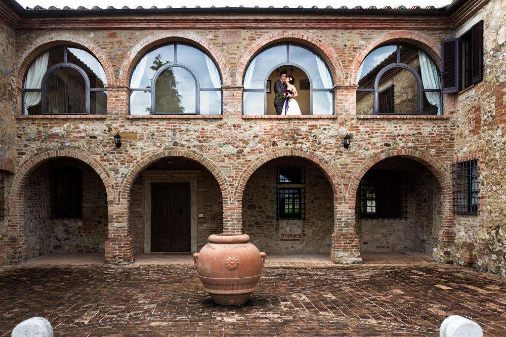courtyard for wedding in a villa in siena