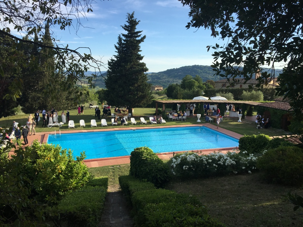 pool of a villa for wedding in tuscany