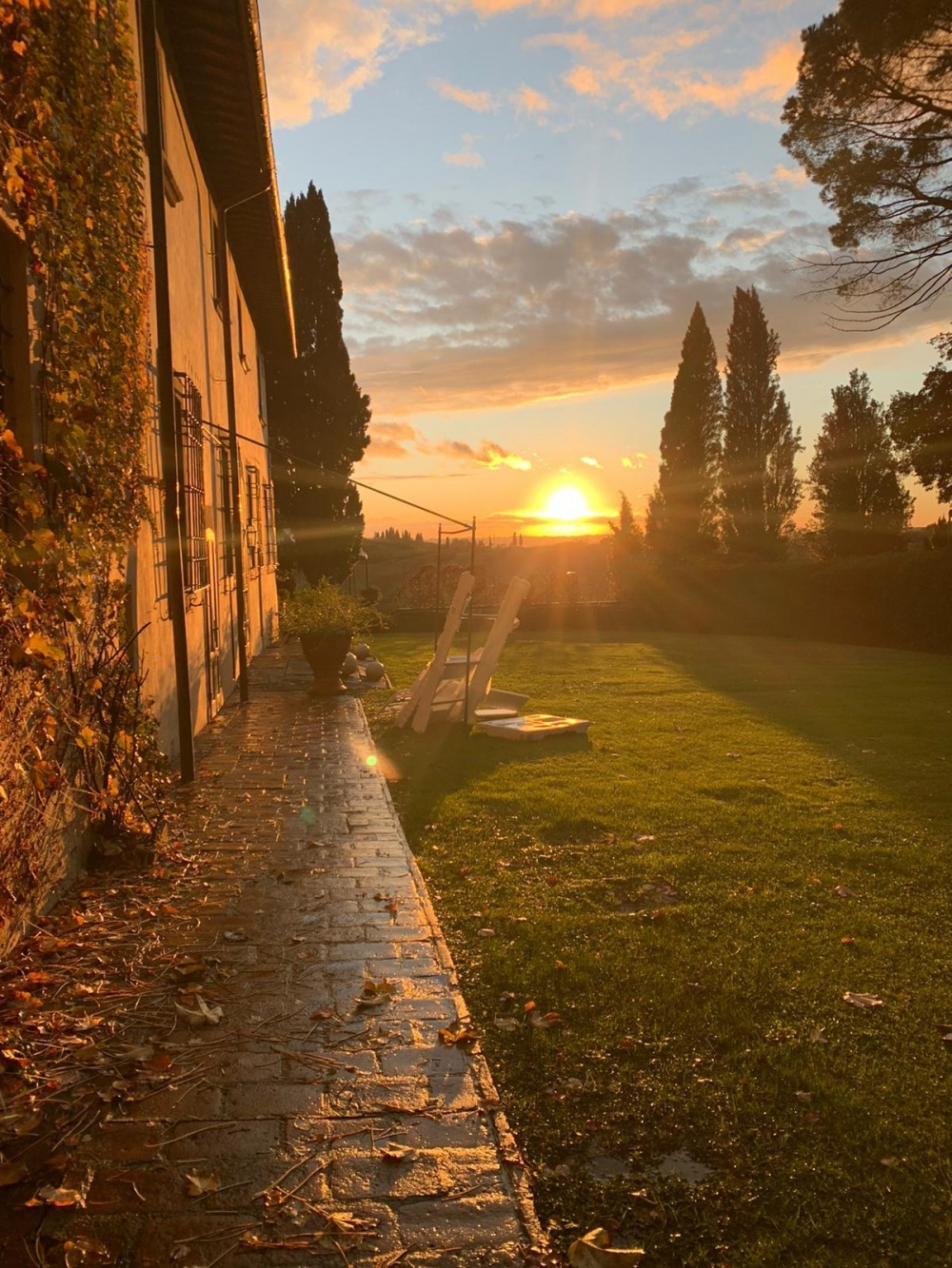 sunset in a villa for wedding in tuscany