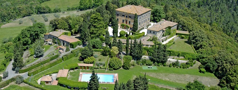 aerial view of a villa for weddings