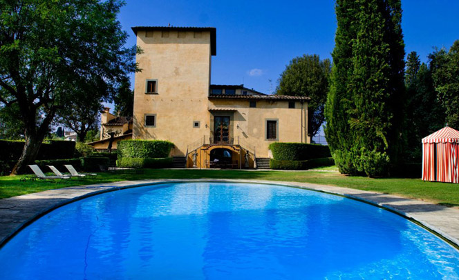pool in a villa for wedding in florence