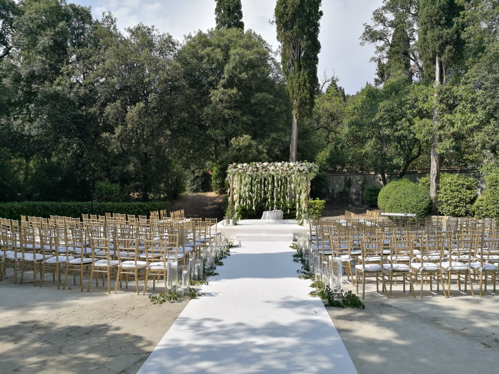 ceremony in a villa for wedding in italy