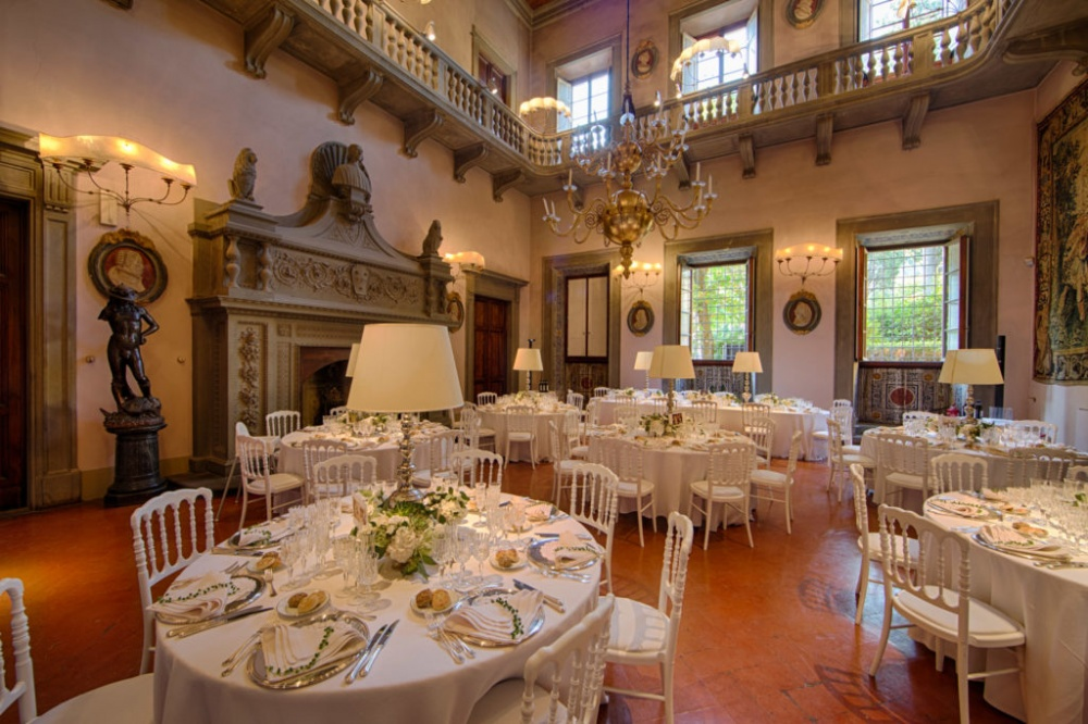 villa with hall for wedding in italy
