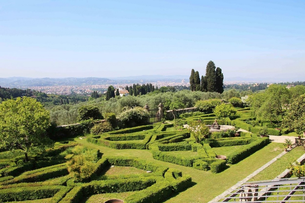 villa wedding with italian garden in italy