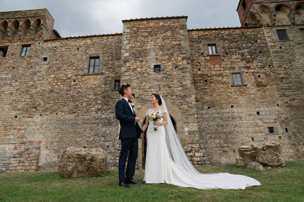 wedding photos in a garden of a wedding castle in florence