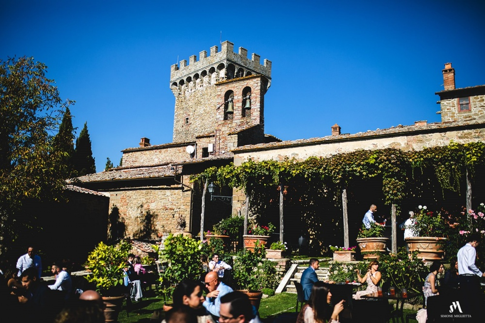wedding cocktail in a castle in tuscany