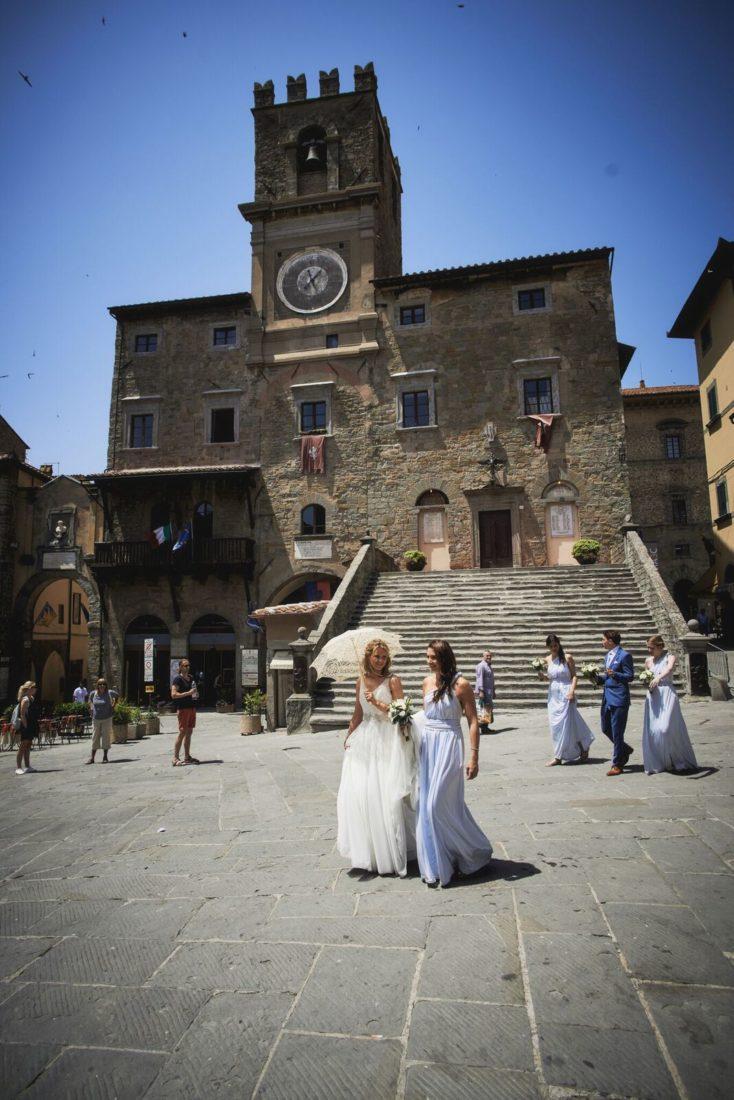 wedding ceremony preparation in cortona