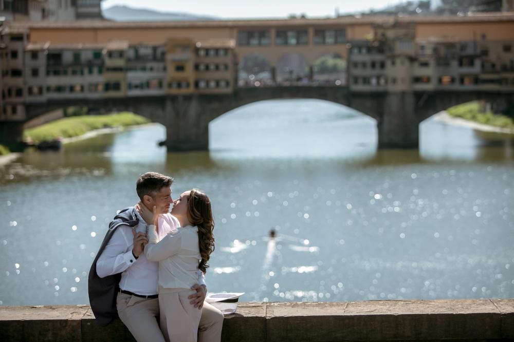 wedding ceremony shooting in florence near ponte vecchio